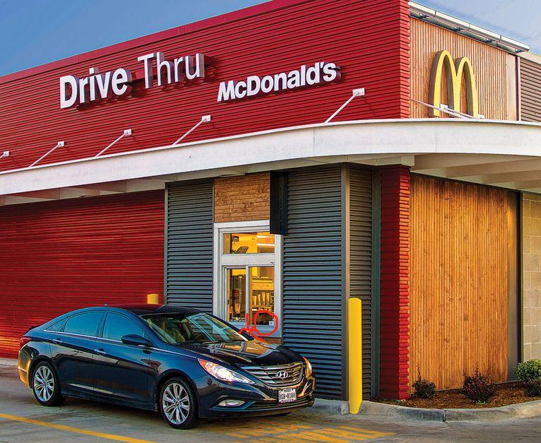 多伦多男子酒驾还买麦当劳,开车在Drive